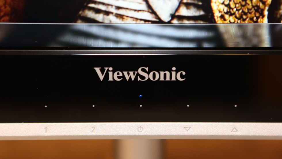 ViewSonic VX2460H LED gets contrasted with a purple background 980x551