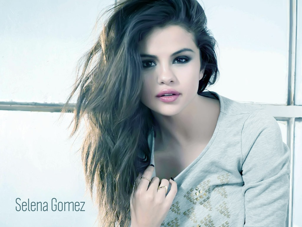 Selena Gomez Hot Wallpapers 1024x768