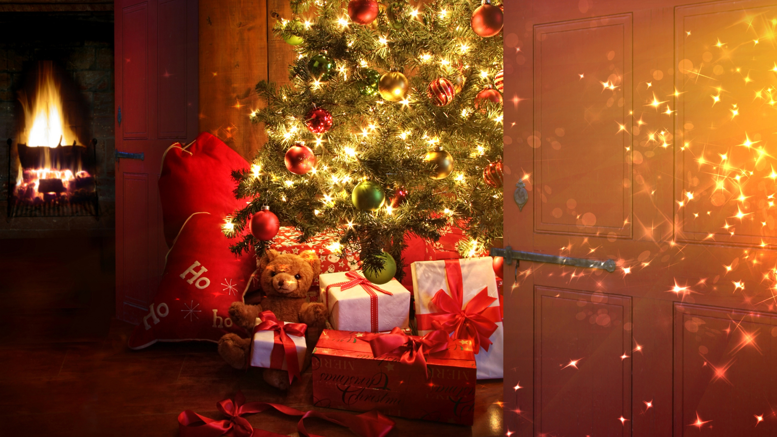Christmas tree and presents wallpapers Christmas tree and presents 2560x1440