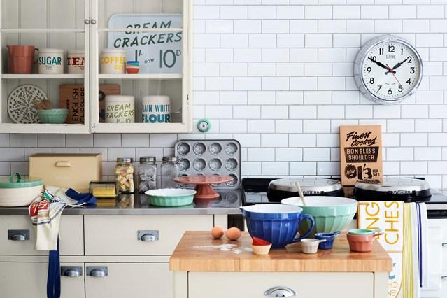 Vintage Style Kitchen Designs Shabby Chic Wallpaper Ideas 639x426