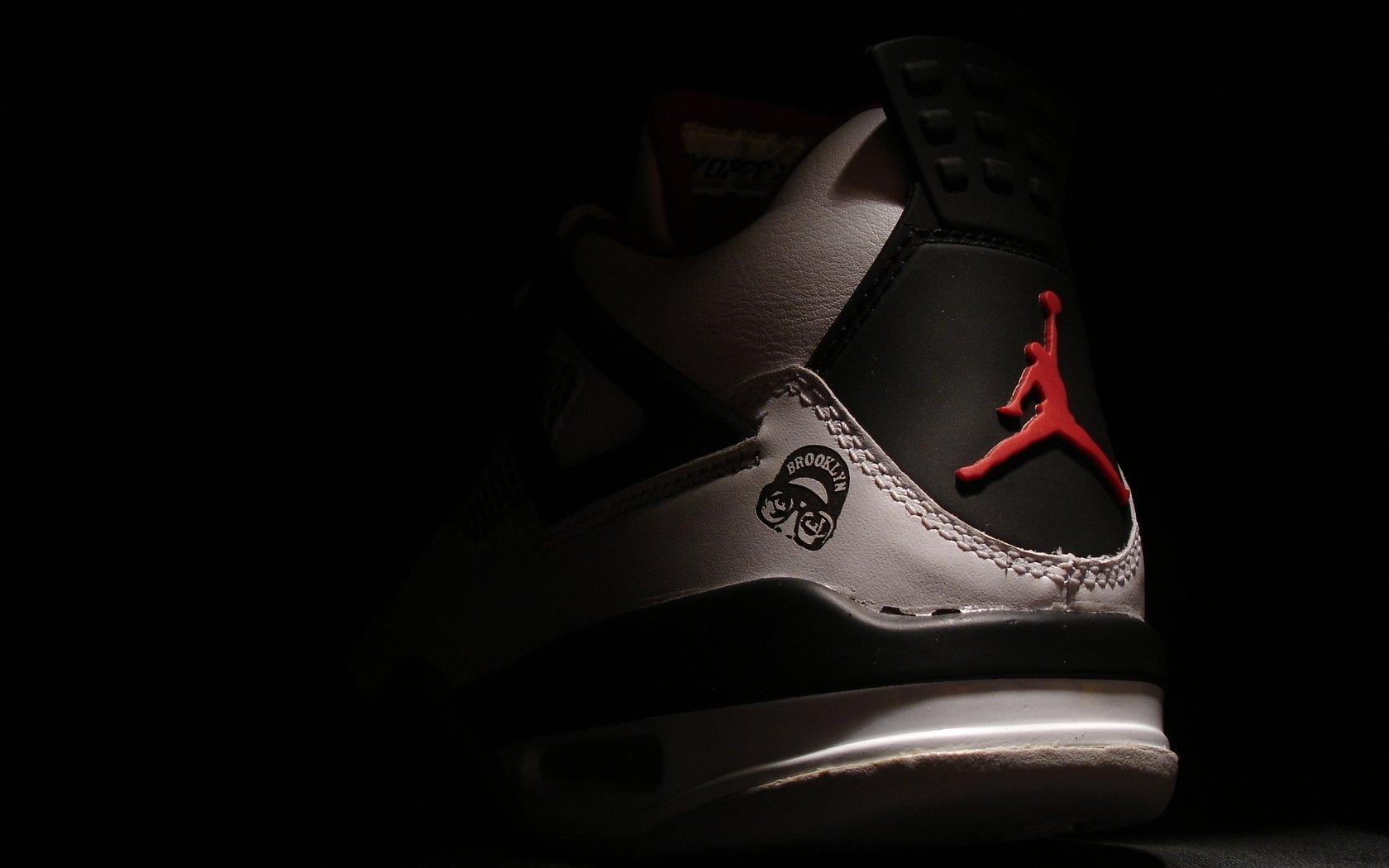 Air Jordan Logo Wallpaper Hd 1680x1050