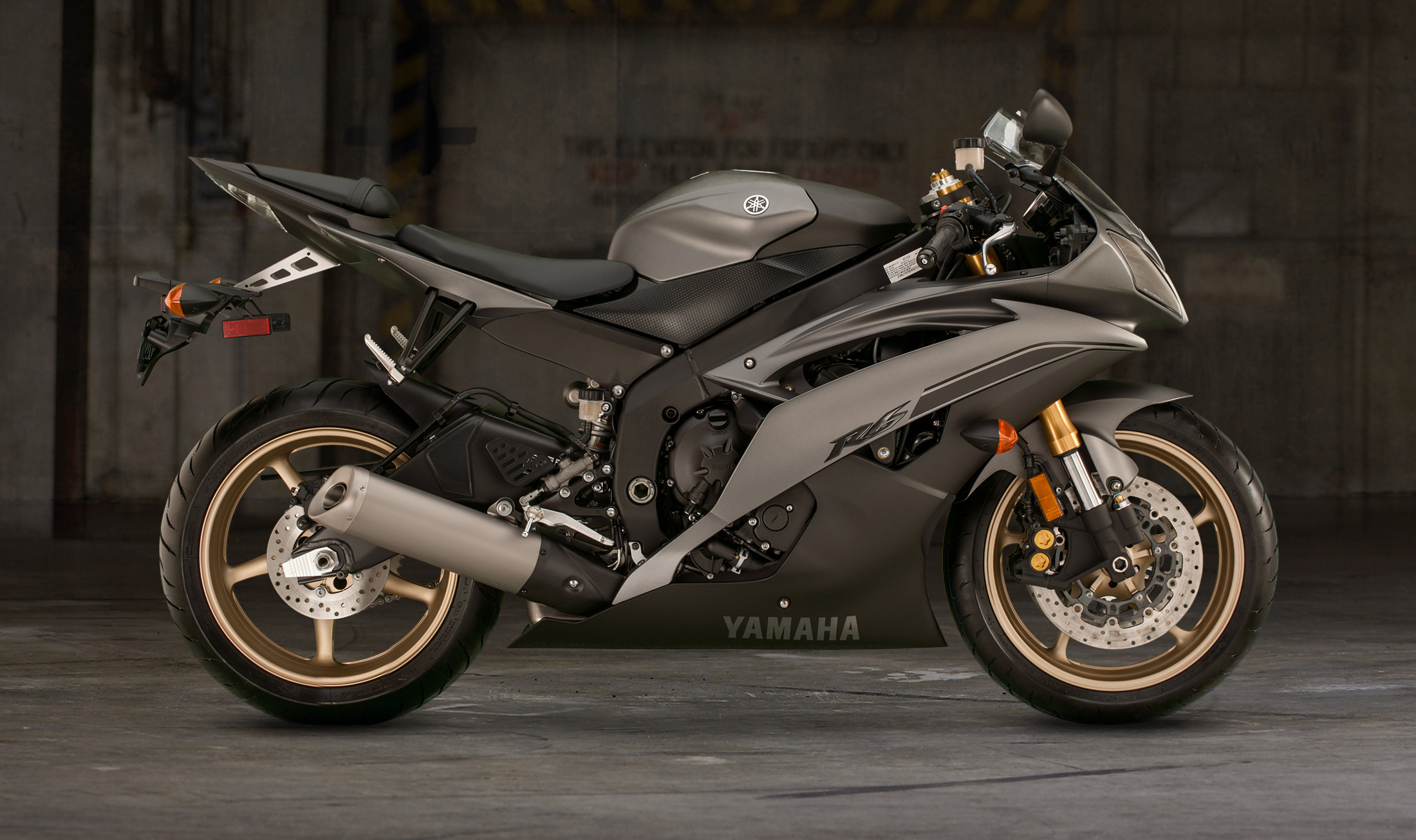 2014 Yamaha Yzf R6   image 35 2200x1306