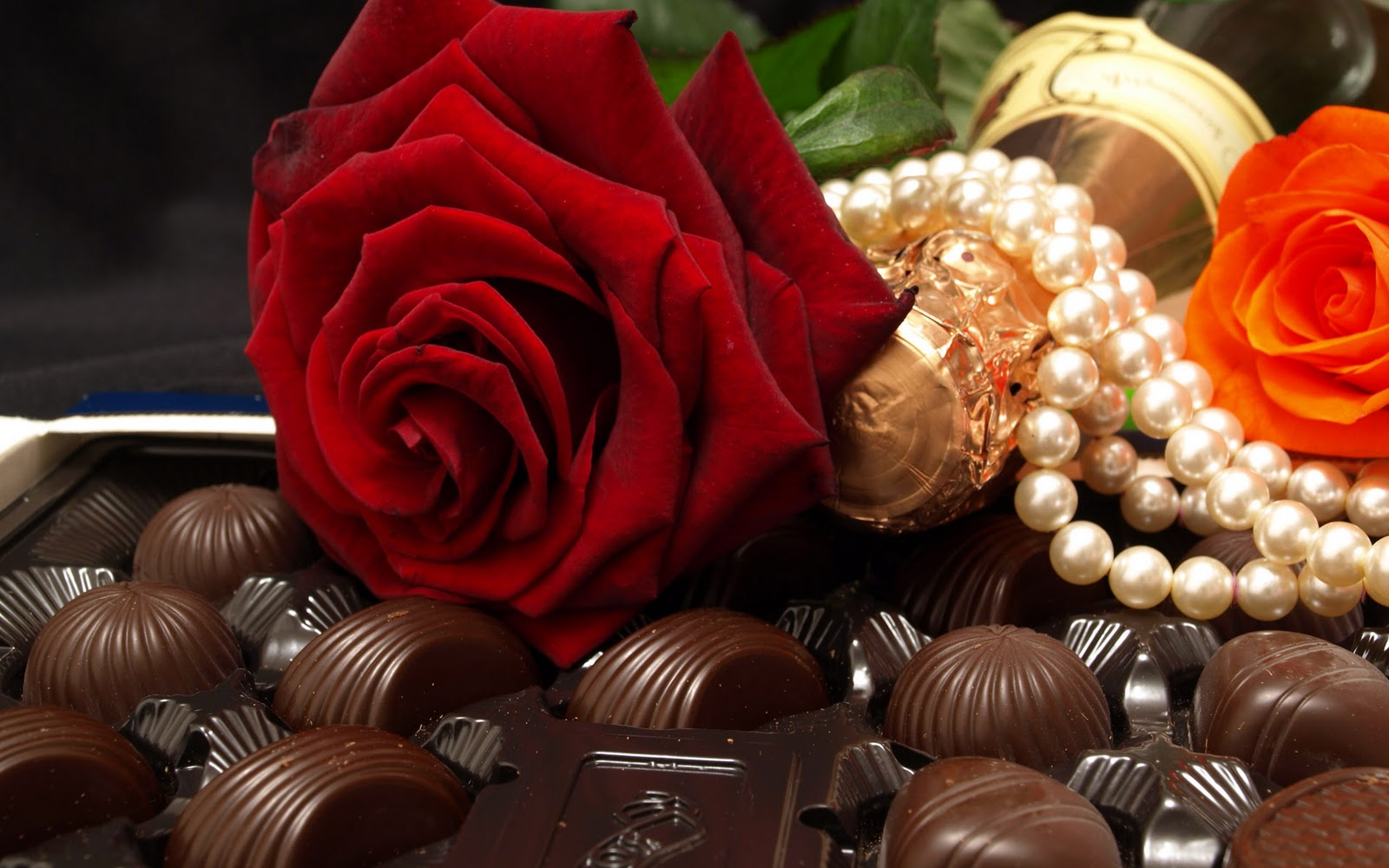 chocolates with rose Get Latest Wallpapers 1600x1000