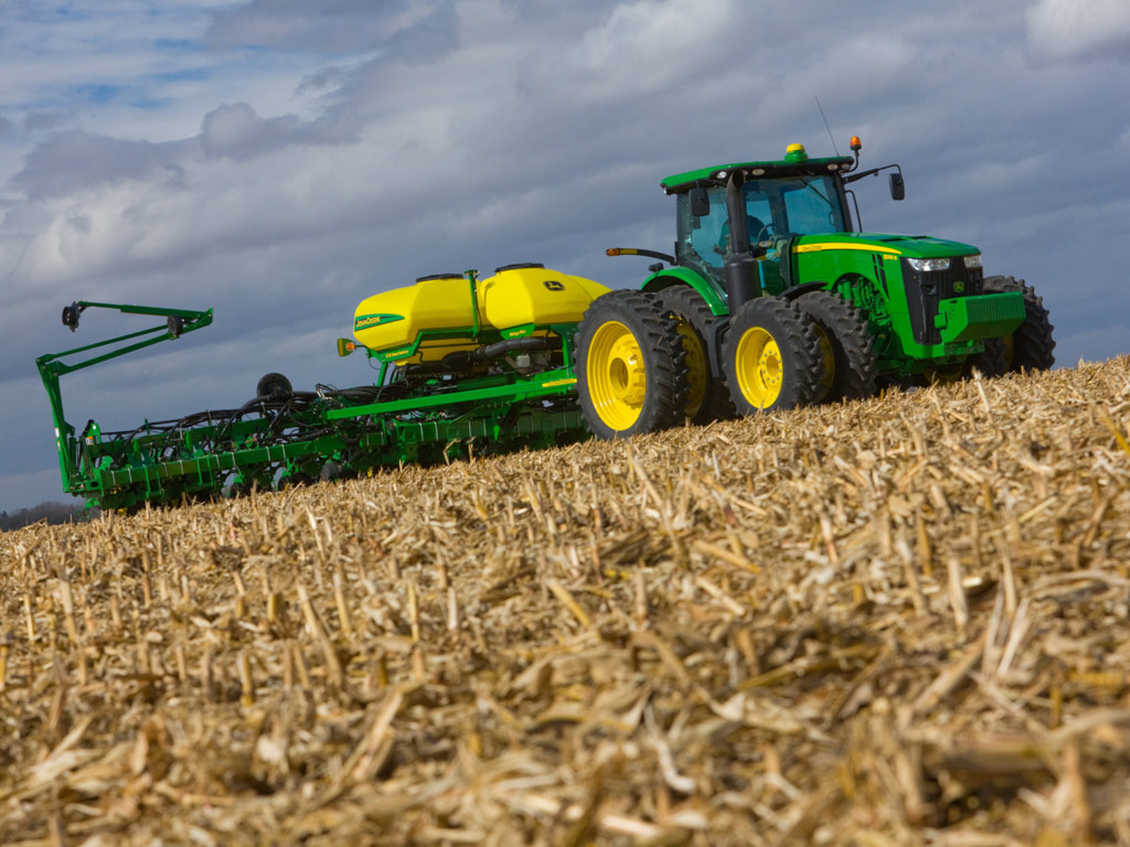 Going back to agriculture for a minute this John Deere wallpaper 1024x768