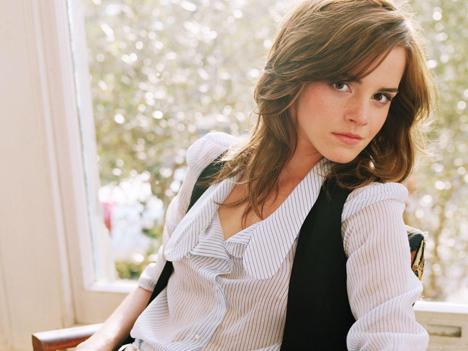 Emma Watson Wallpapers Emma Watson Cool HD 2012 Wallpapers 1600x1200