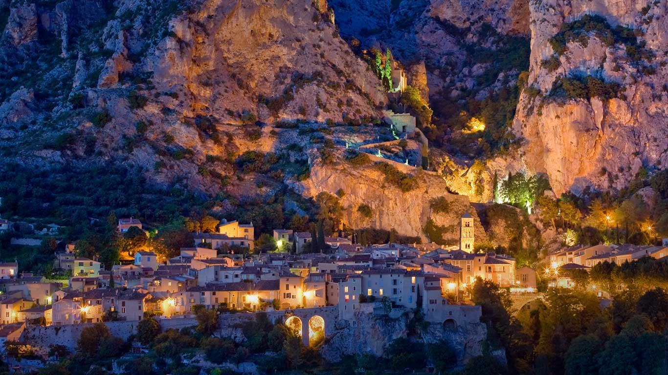 Bing wallpaper for Desktop Download Village of Moustiers Sainte 1366x768