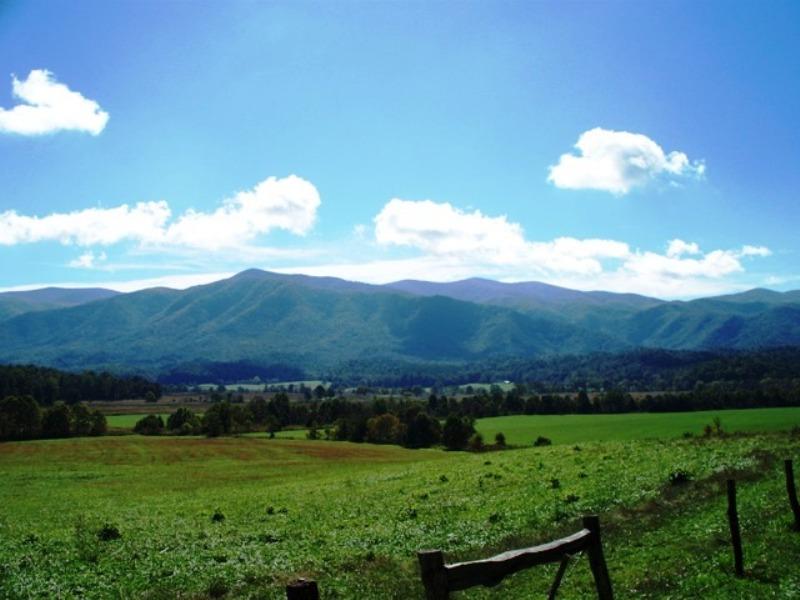 Cades Cove Smoky Mountains National Park 800x600