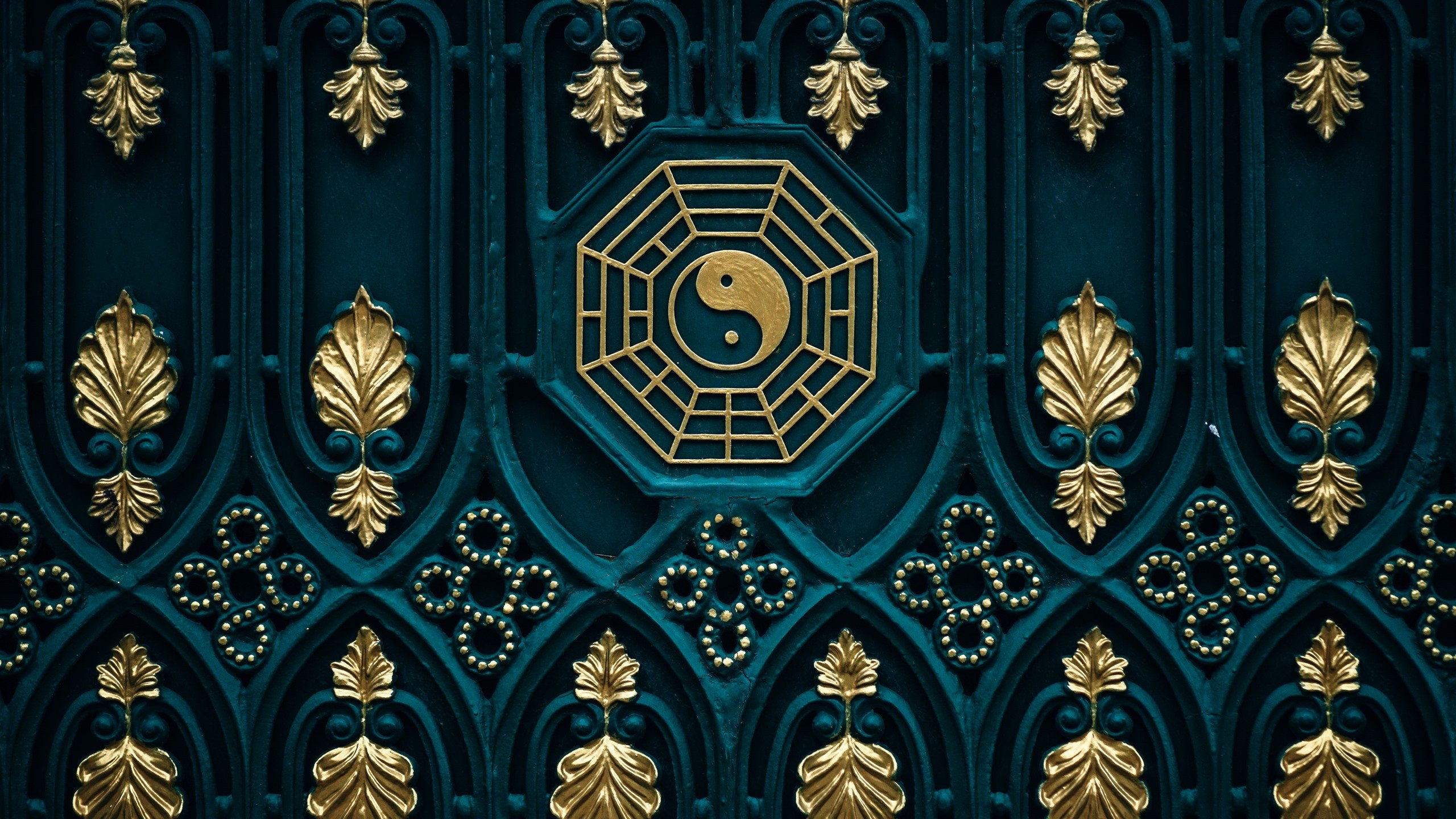Wallpaper Bagua map yin yang door 5120x2880 UHD 5K Picture Image 2560x1440