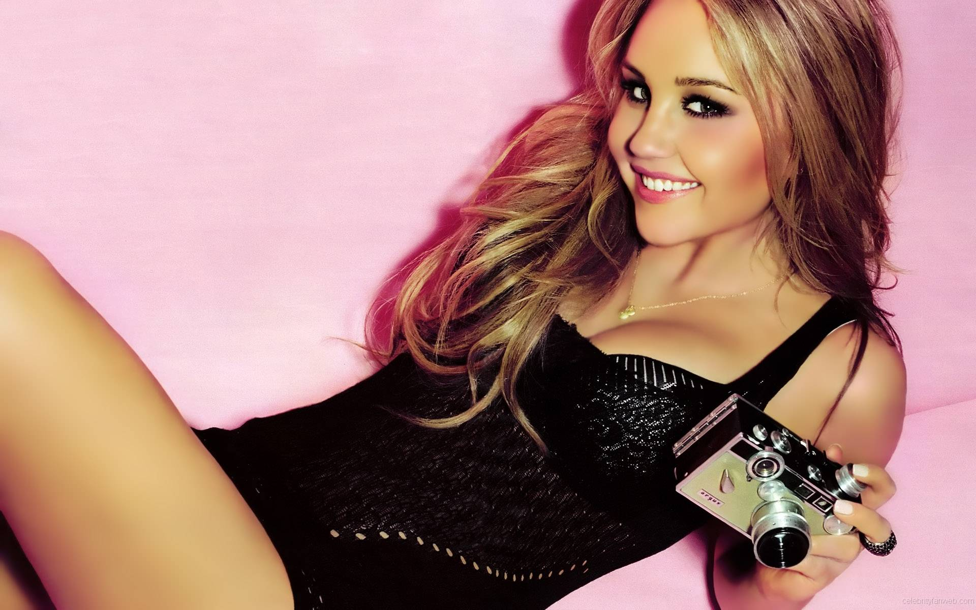 amanda bynes Widescreen Celebrity Wallpapers 1920x1200