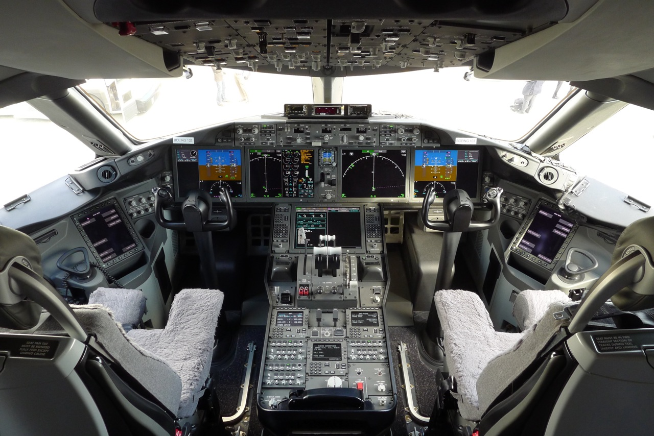 42+] 737 800 Cockpit Wallpaper on WallpaperSafari