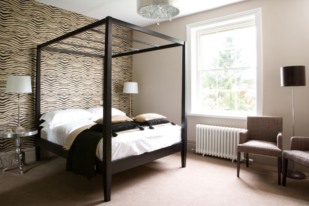 Animal Print in 33 Chic and Modern Bedroom Designs Rilane   We 1025x683
