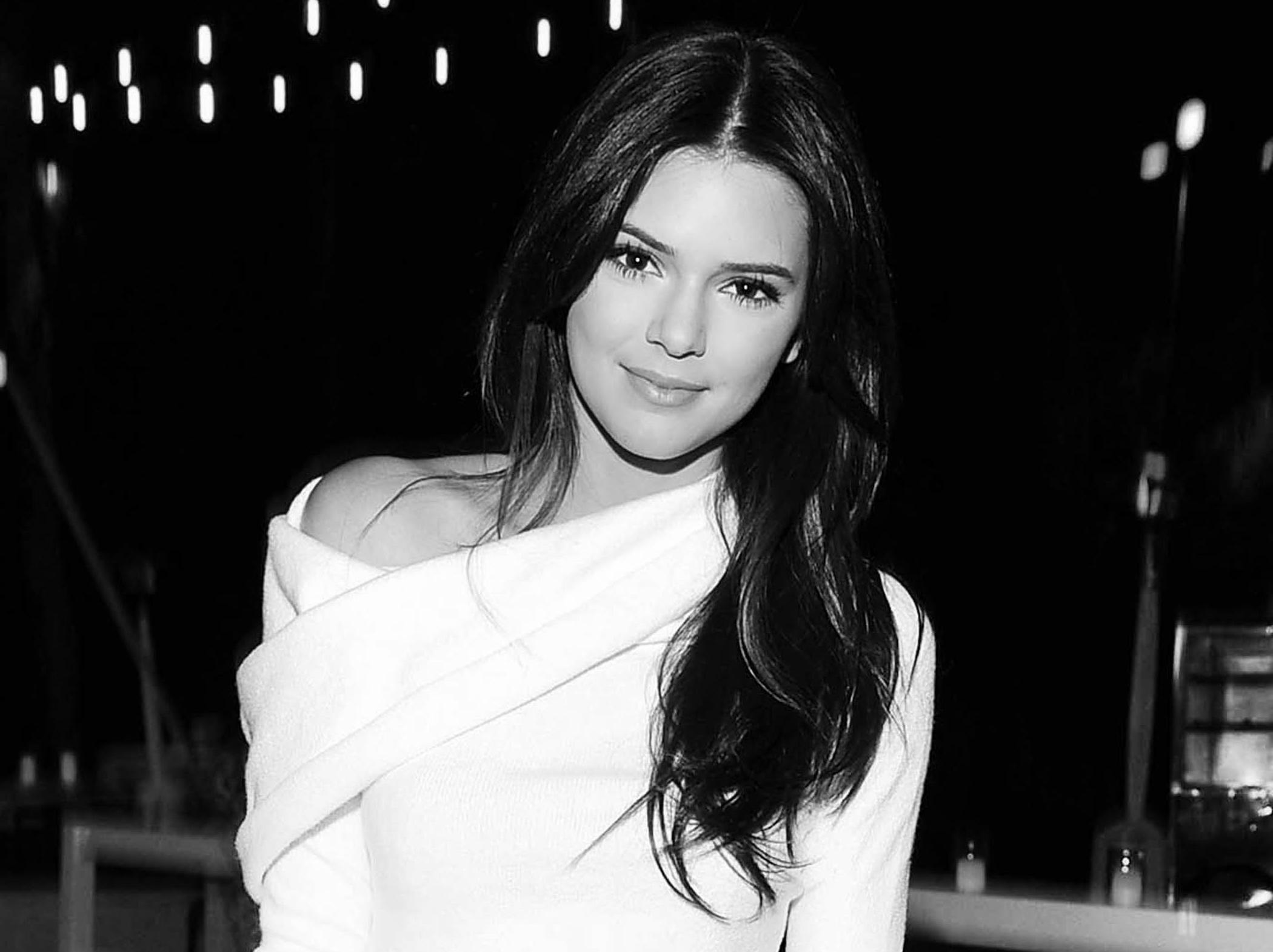 Kendall Jenner HD Wallpaper Background Image 2100x1570 ID 2100x1570