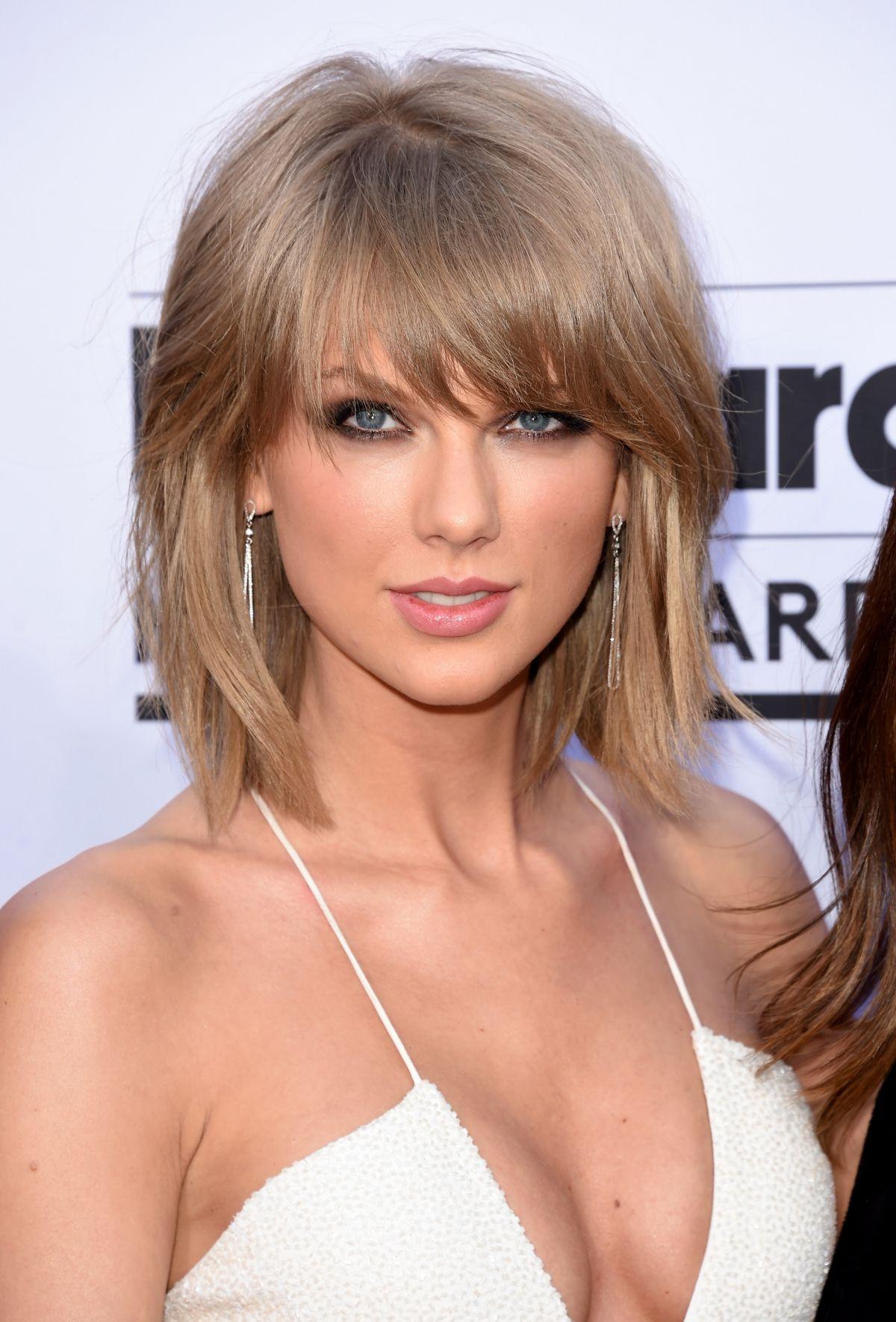Taylor Swift At 2015 Billboard Music Awards   Celebzz 1200x1770