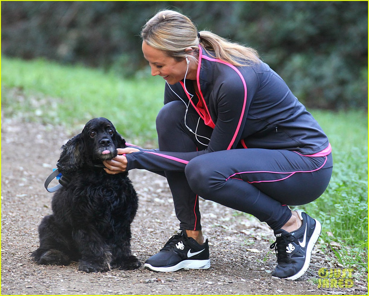 Stacy Keibler Takes George Clooneys Dog For A Walk Photo 2615213 1222x979