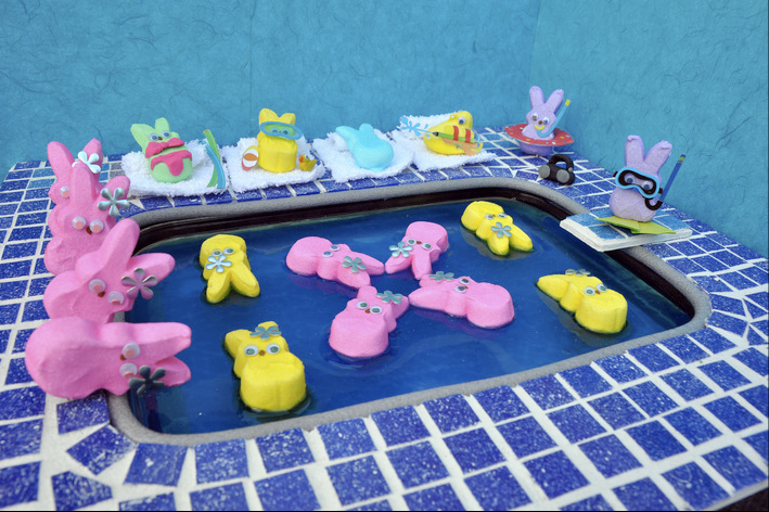 Peeps Wallpaper Note the peep shapes in 709x472