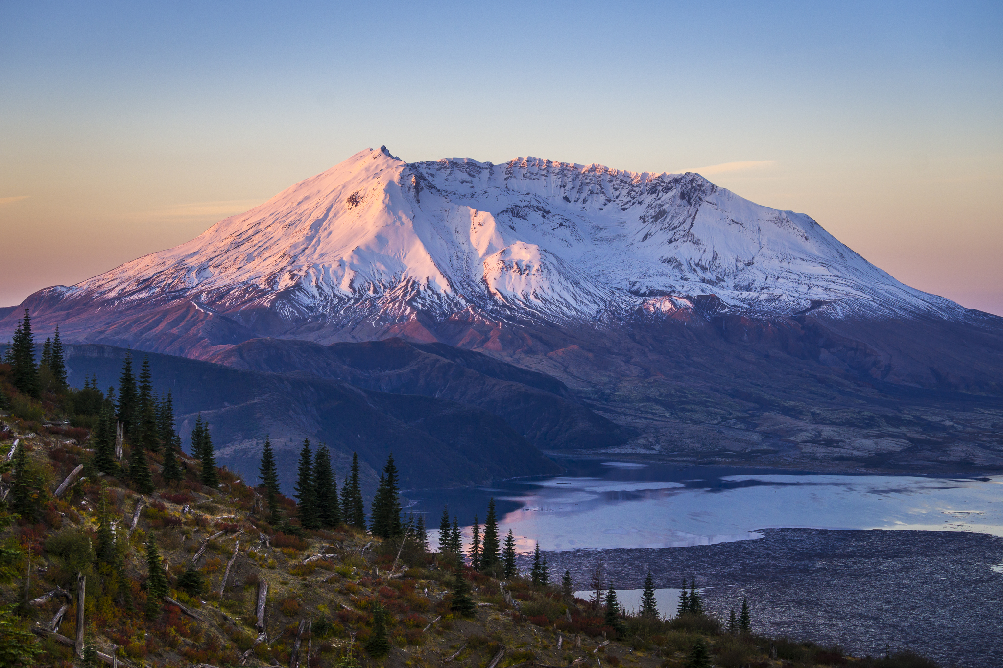 Mount St Helens wallpapers Earth HQ Mount St Helens pictures 2048x1365