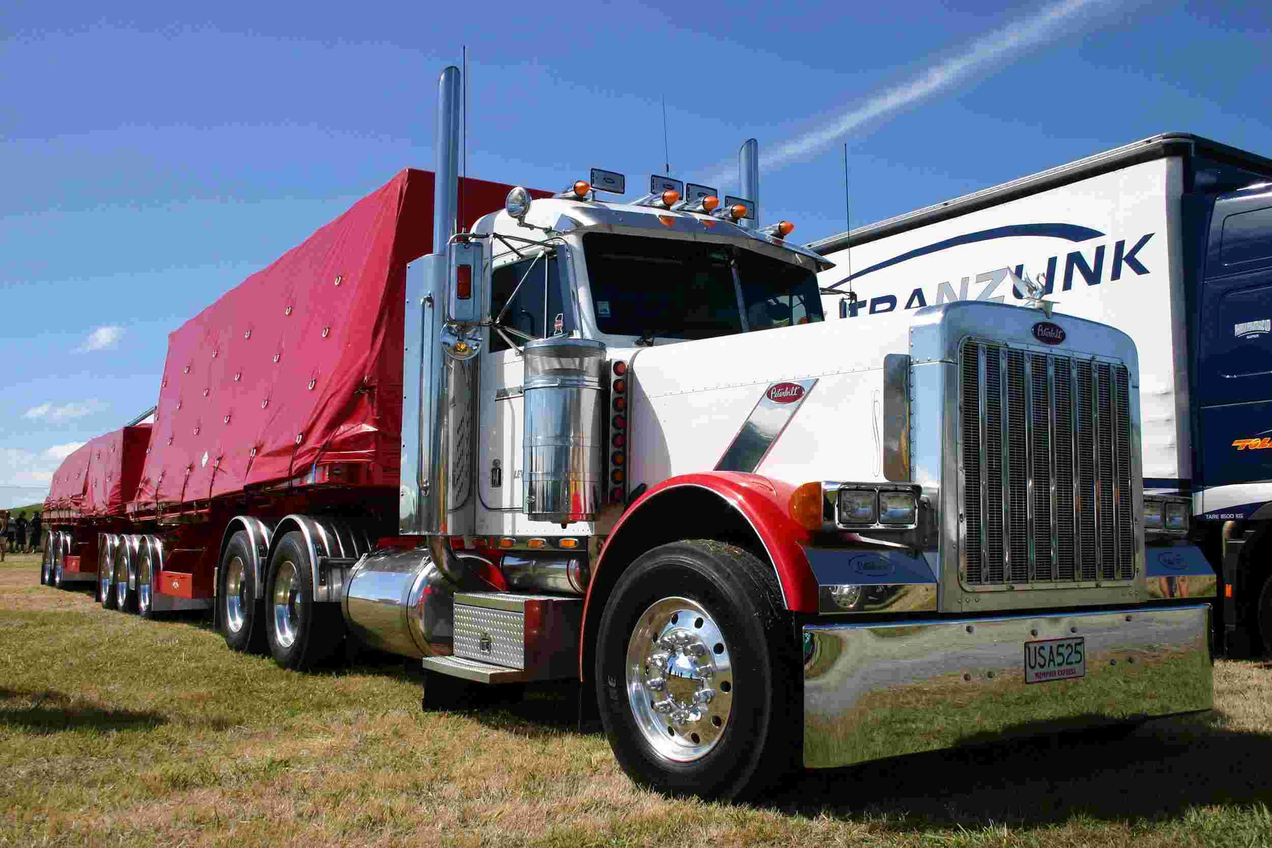 Peterbilt 379 06 wallpaper   Peterbilt   Trucks Buses   Wallpaper 2500x1667