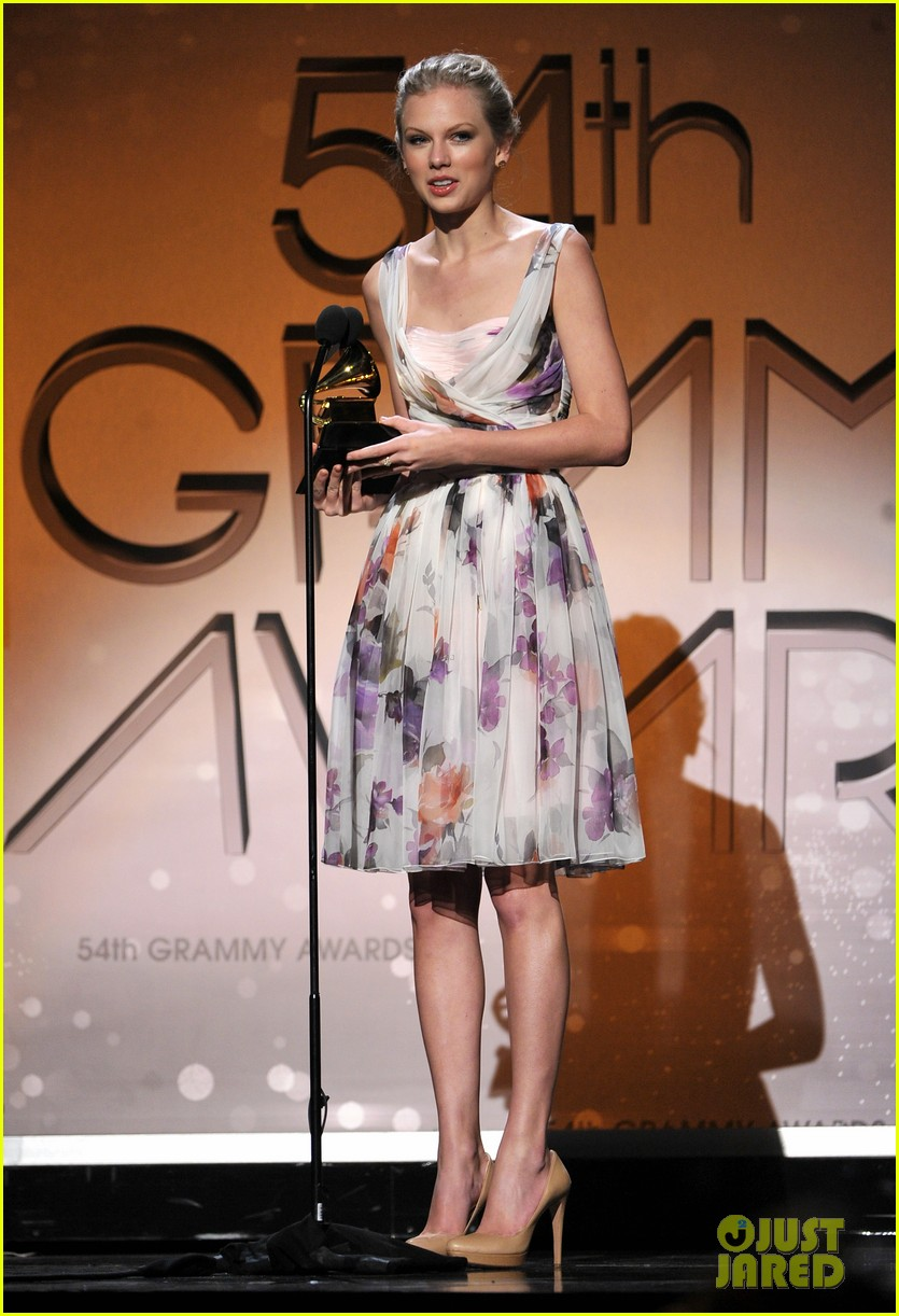 Taylor Swift images Taylor Swift   Grammys 2012 HD wallpaper and 835x1222