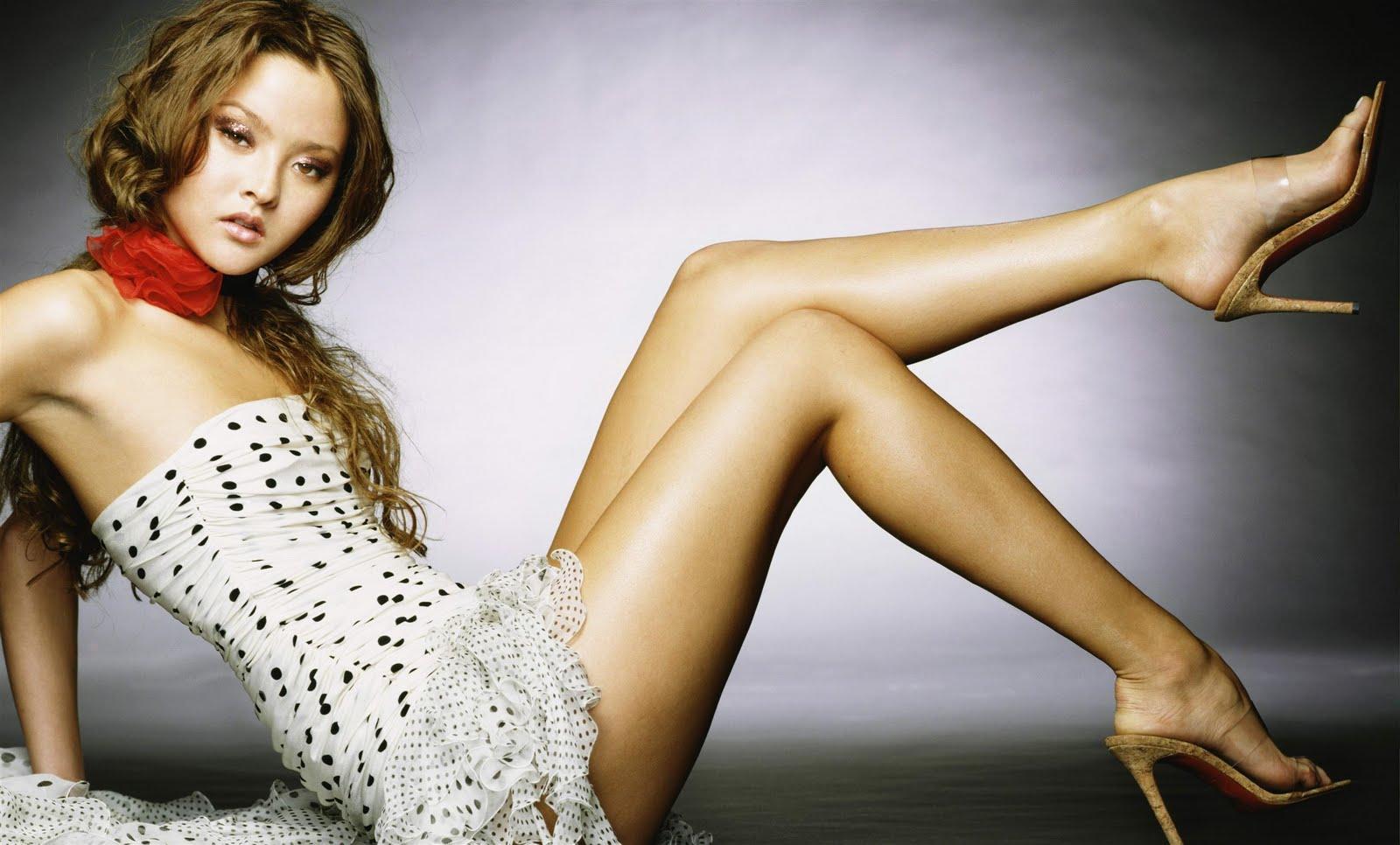 Devon Aoki Feet Legs And Shoes Photos 1600x966
