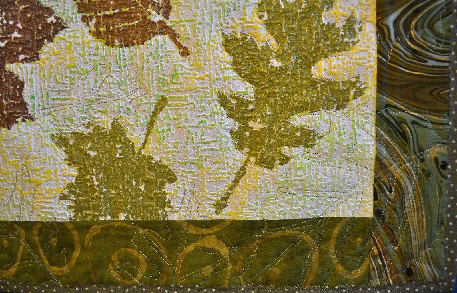 just love the texture the crackle paint adds to this piece 1600x1027