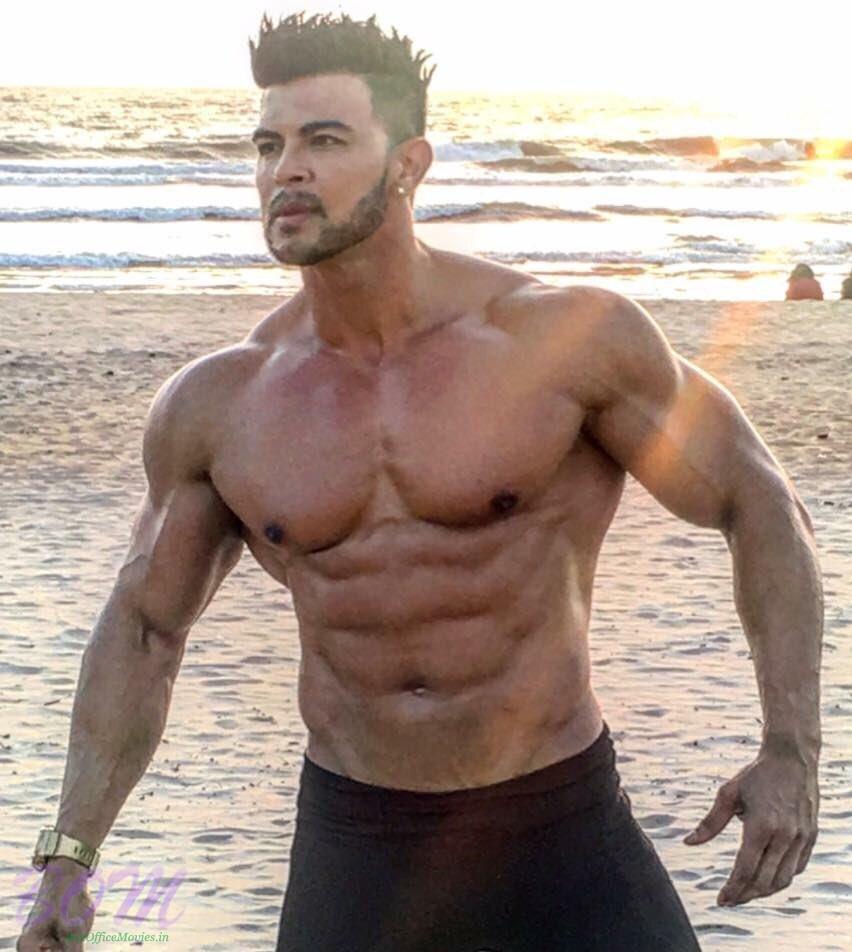 Fittest Sahil Khan at beach   Bollywood latest photos news 852x952
