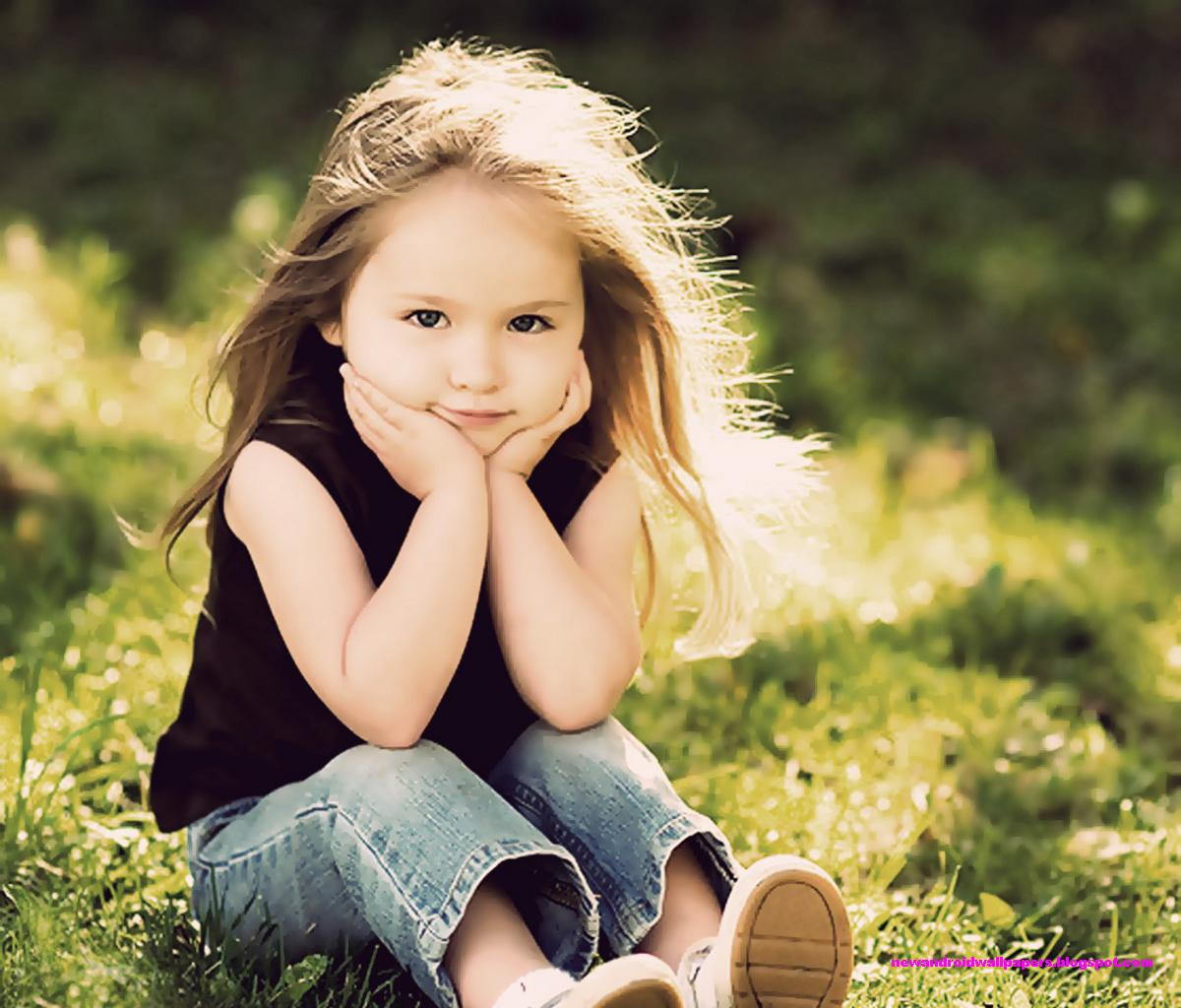 Cute and nice baby sitting on green grass high quality wallpapers for