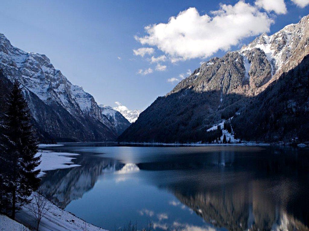 Winter Mountain Lake Desktop Wallpaper 1024x768 pixel Nature HD 1024x768