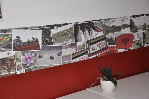 To start designing your own wallpaper border follow this link and 600x399