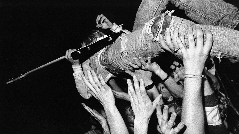 Nirvana Kurt Cobain Crowd Surfing HD Wallpaper 1440x810