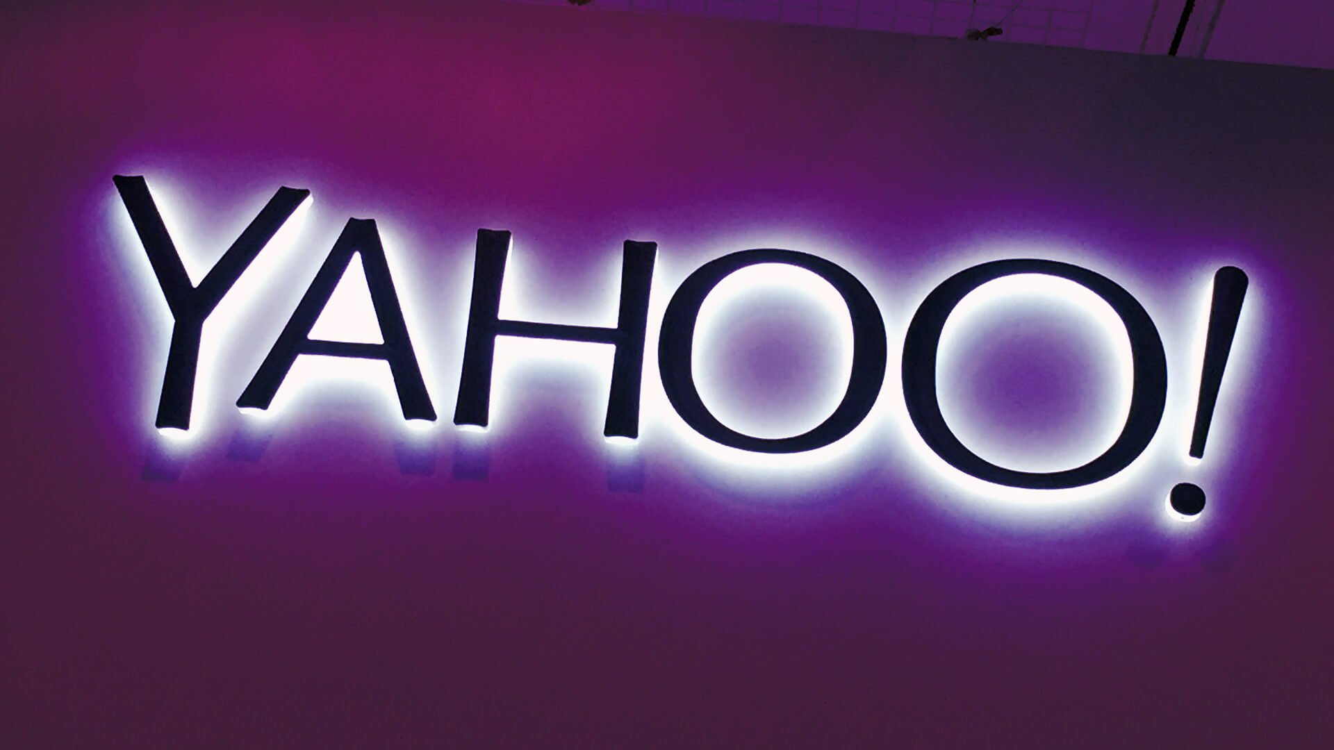 Yahoo testing new search bar with logo on the right not the left 1920x1080
