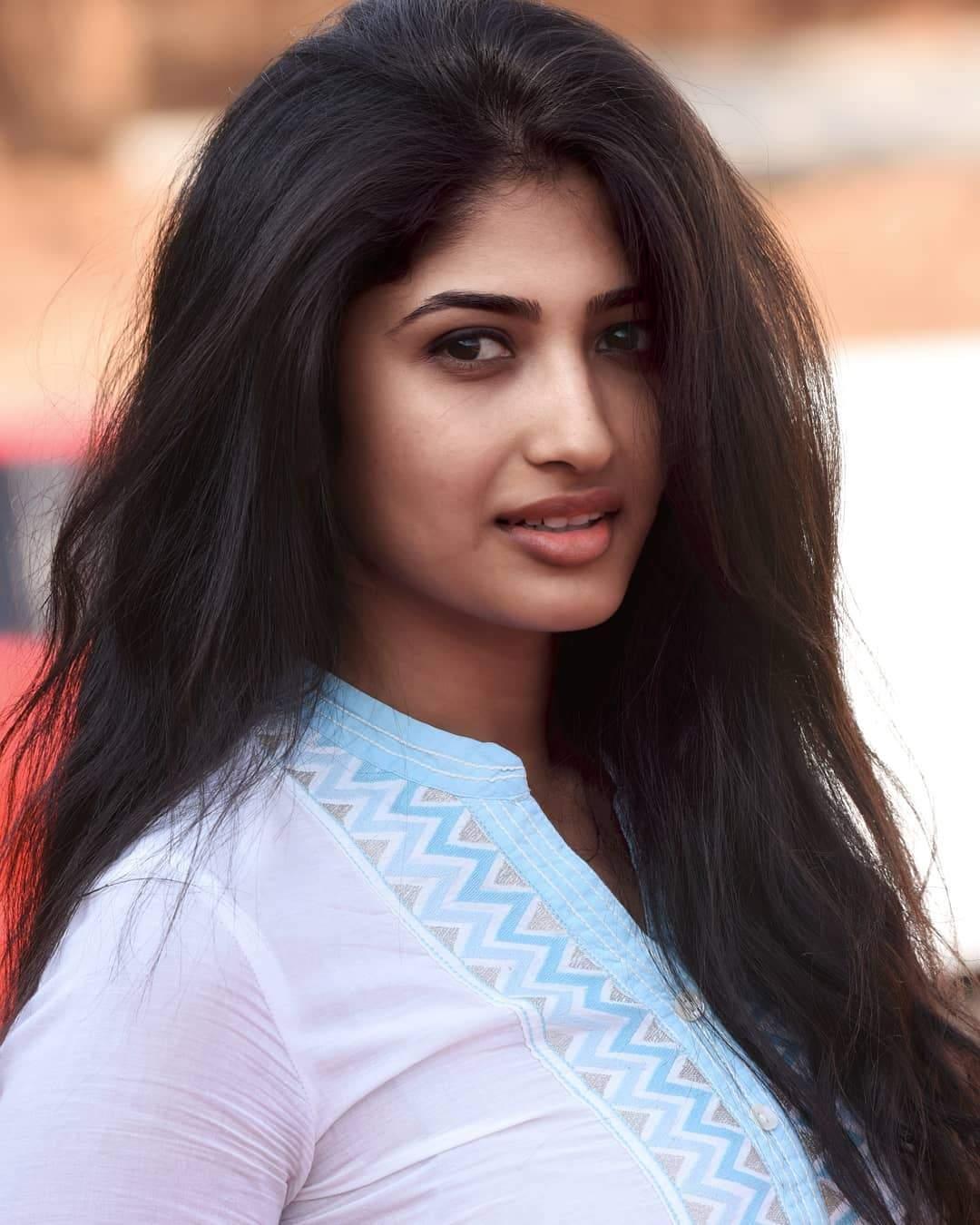 Actress Roshini Prakash Latest HD Photos and wallpapers 1080x1350
