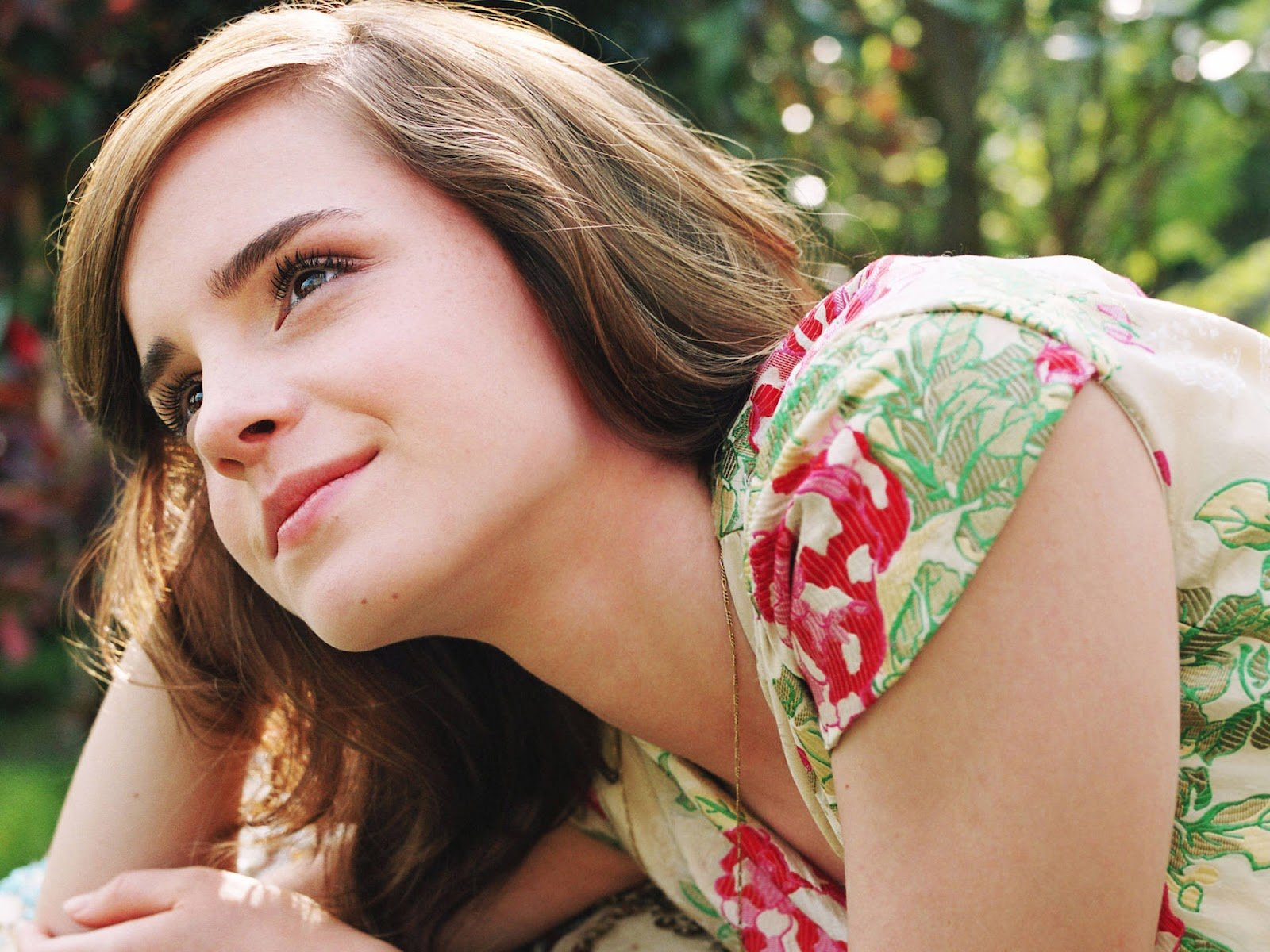 emma watson high definition images are available in hd quality 1600x1200