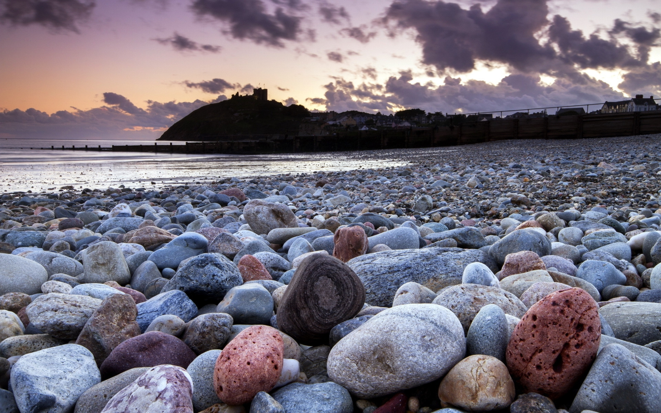 Stone On Beach Wallpaper For IPhone 10177 Wallpaper WallpaperLepi 2560x1600