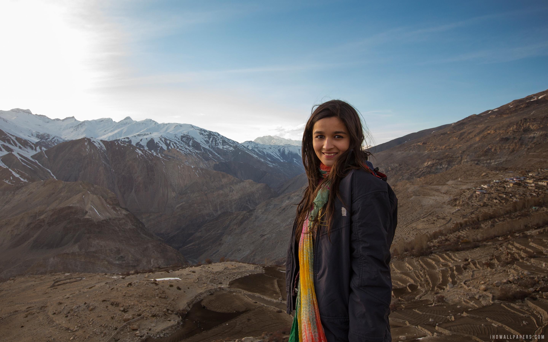 Alia Bhatt at Tabo Himachal Pradesh wallpaper celebrities 2880x1800