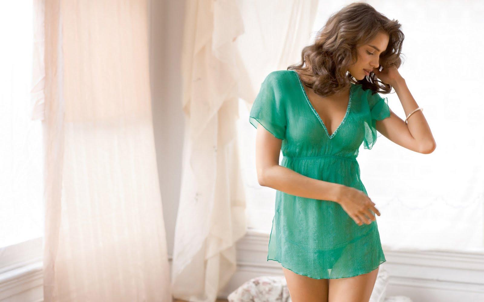 Фото девушек в платьях в домашних условиях