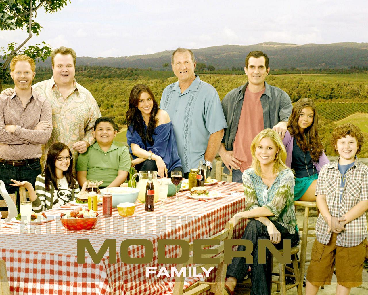 Modern Family Wallpaper   Modern Family Wallpaper 13884788 1280x1024