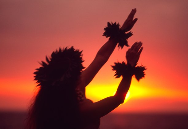 Hula dancer during sunset at a Maui resort 612x419