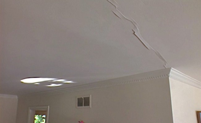 Damaged Walls Decoration 650x400