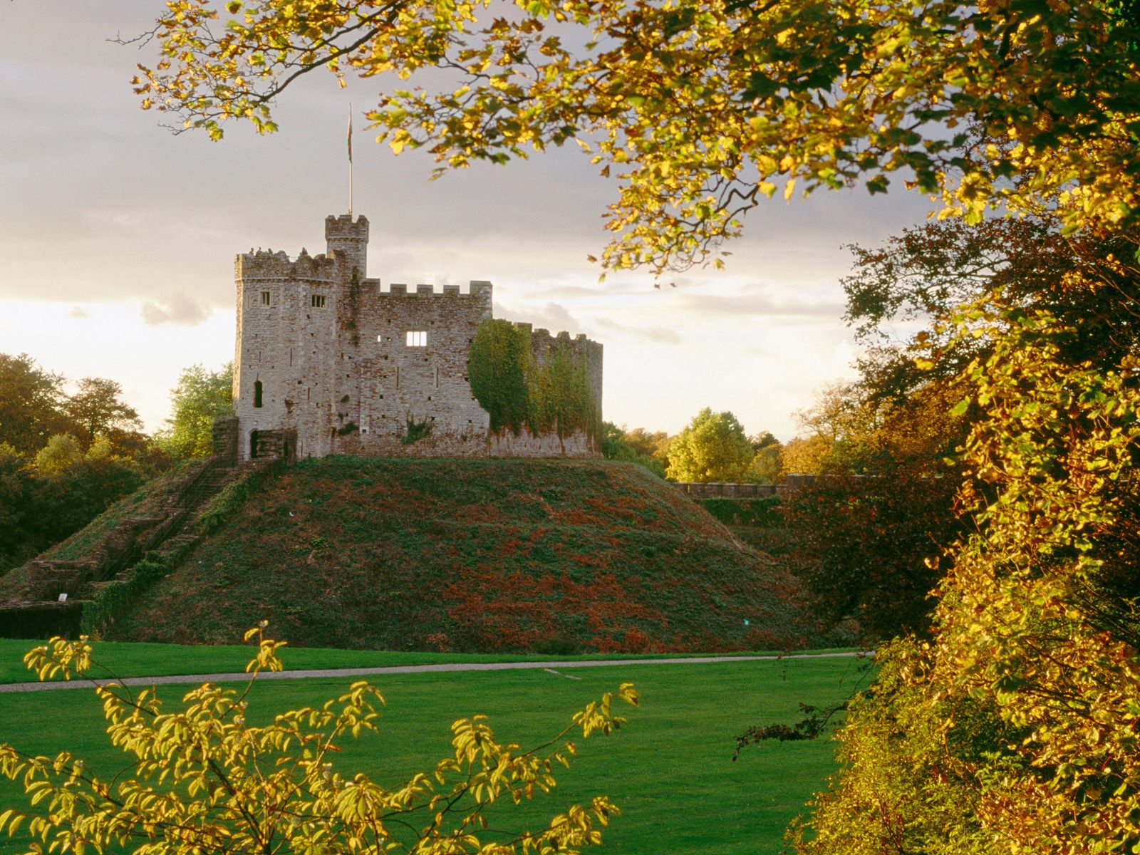 United Kingdom photo Cardiff Castle Wales United Kingdom wallpaper 1600x1200