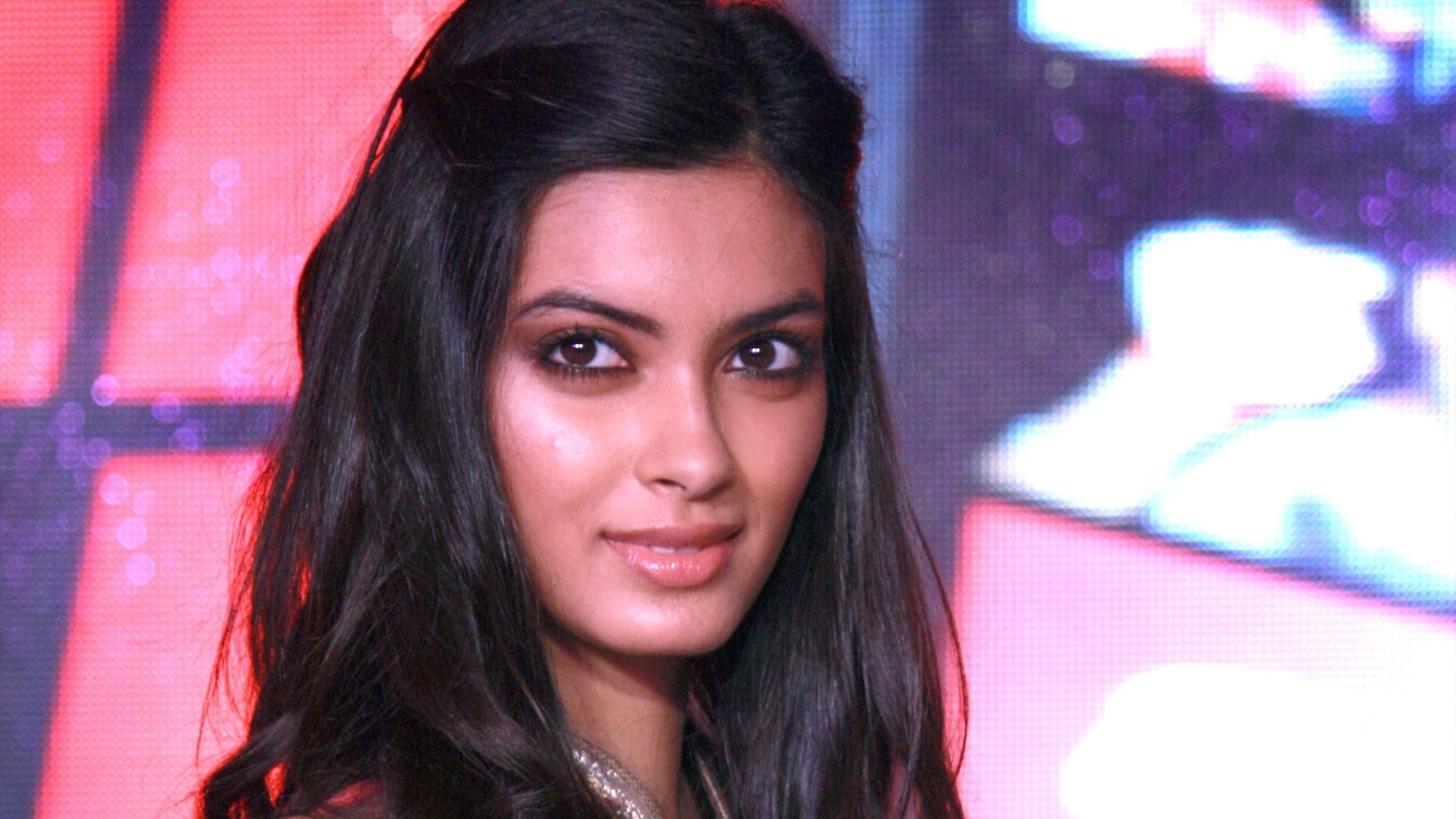Cute Diana Penty Look Download Mobile Background Hd Pictures 1920x1080