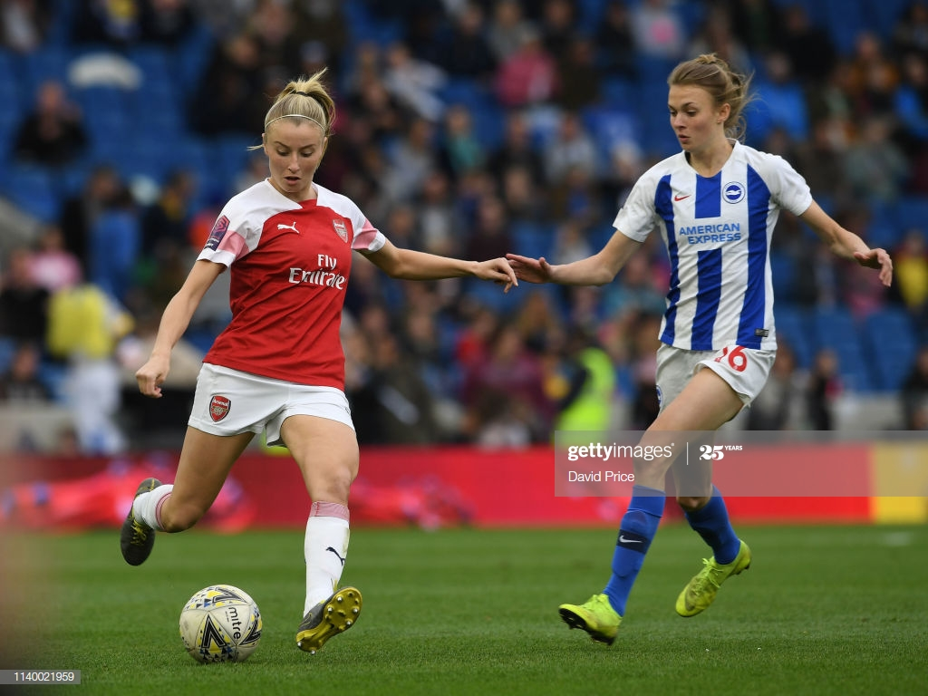 Leah Williamson of Arsenal is closed down by Ellie Brazil of 1024x768