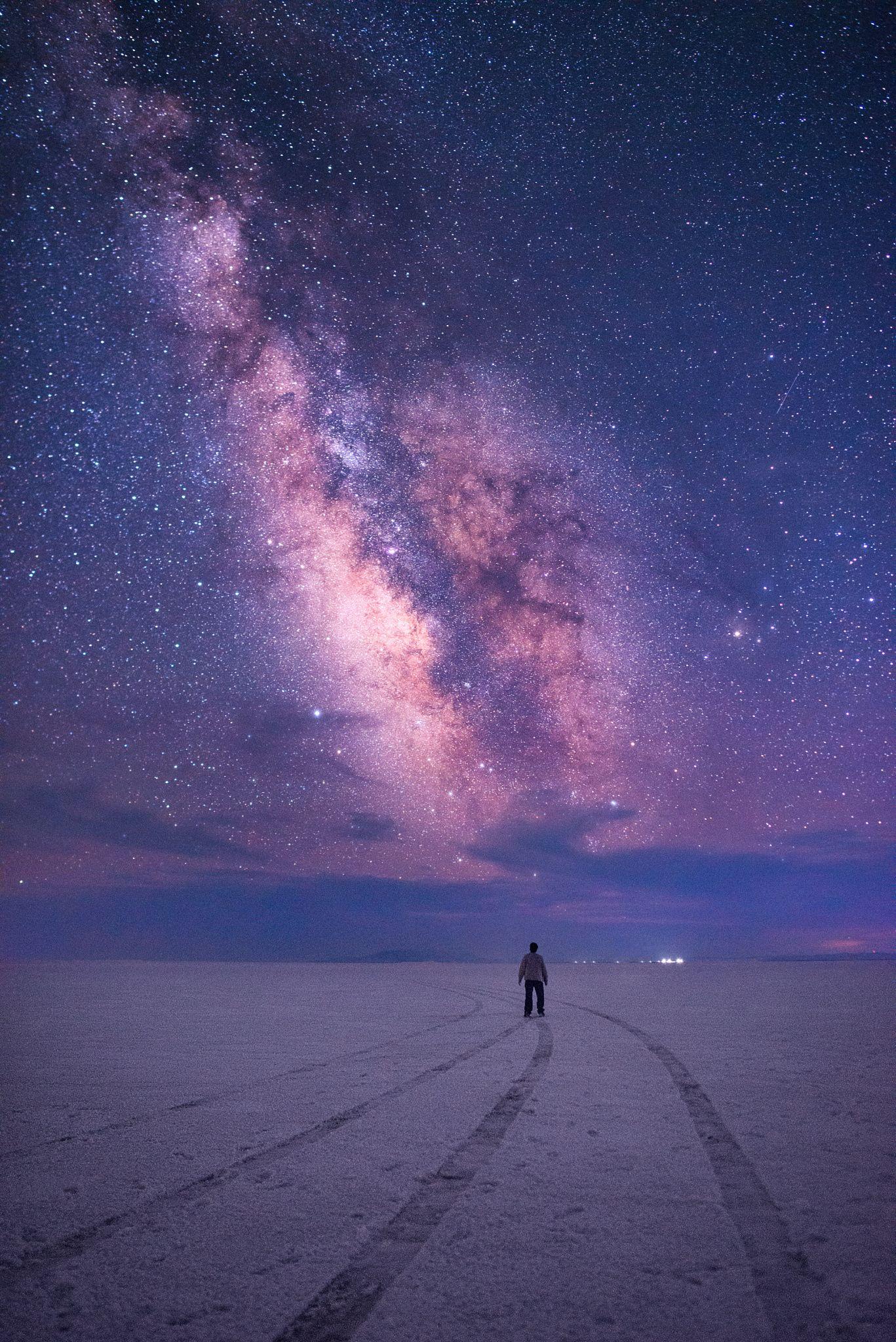 Stunned By The Galaxy   Milky way over Bonneville Salt Flats 1367x2048