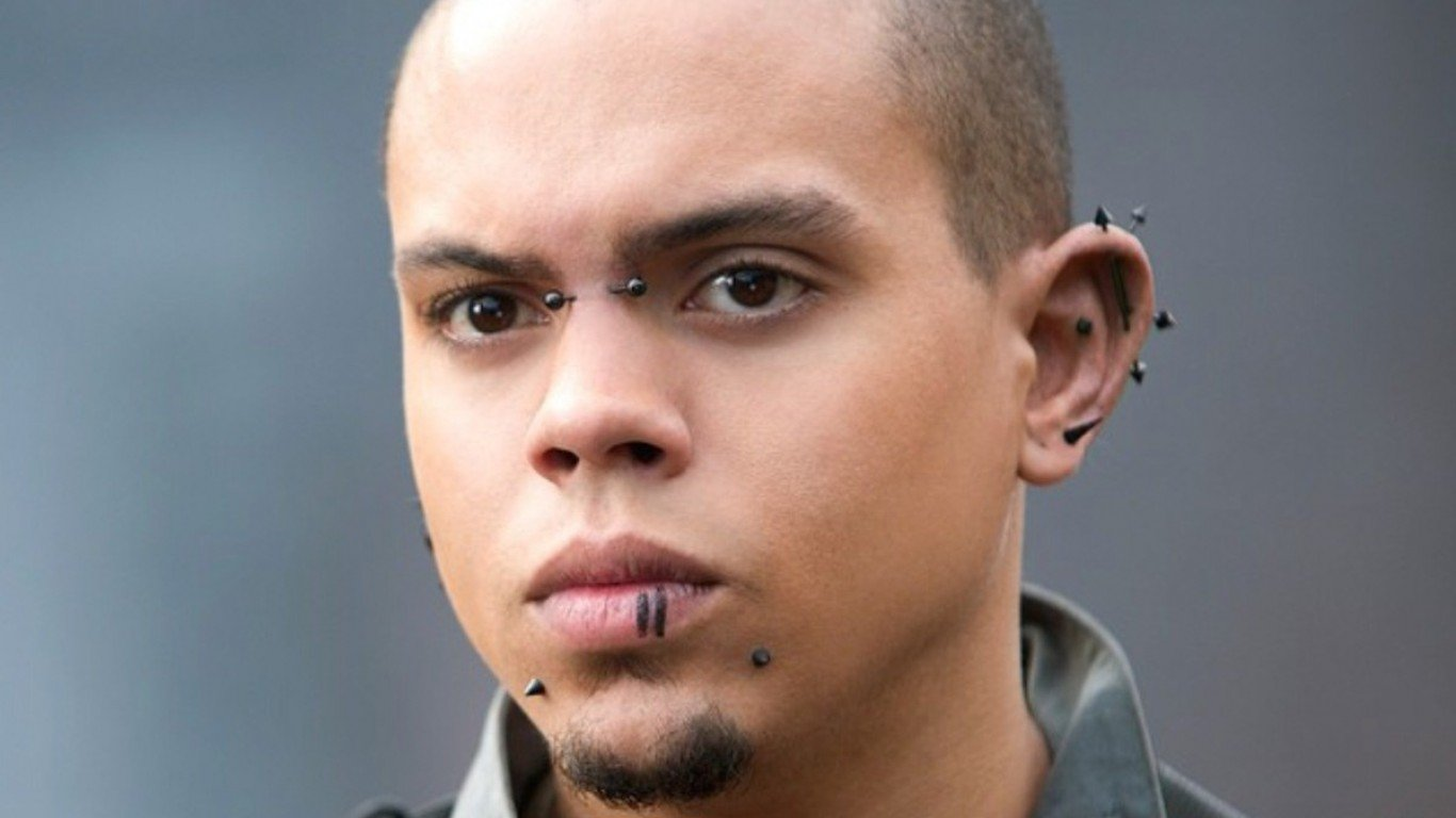 Evan Ross Piercings Movie Hunger Games Mockingjay 1366x768