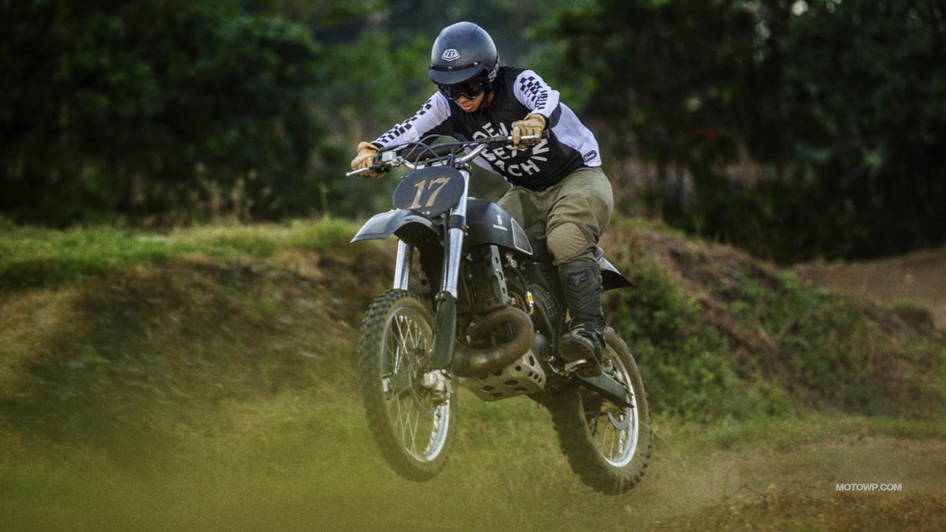 Custom motorcycle desktop wallpapers Deus Ex Machina Swede 1366x768