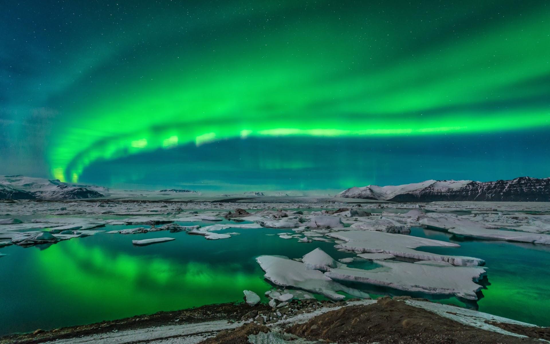 Home » Landscape » Others » Sun & Sky » Aurora Borealis Wallpaper
