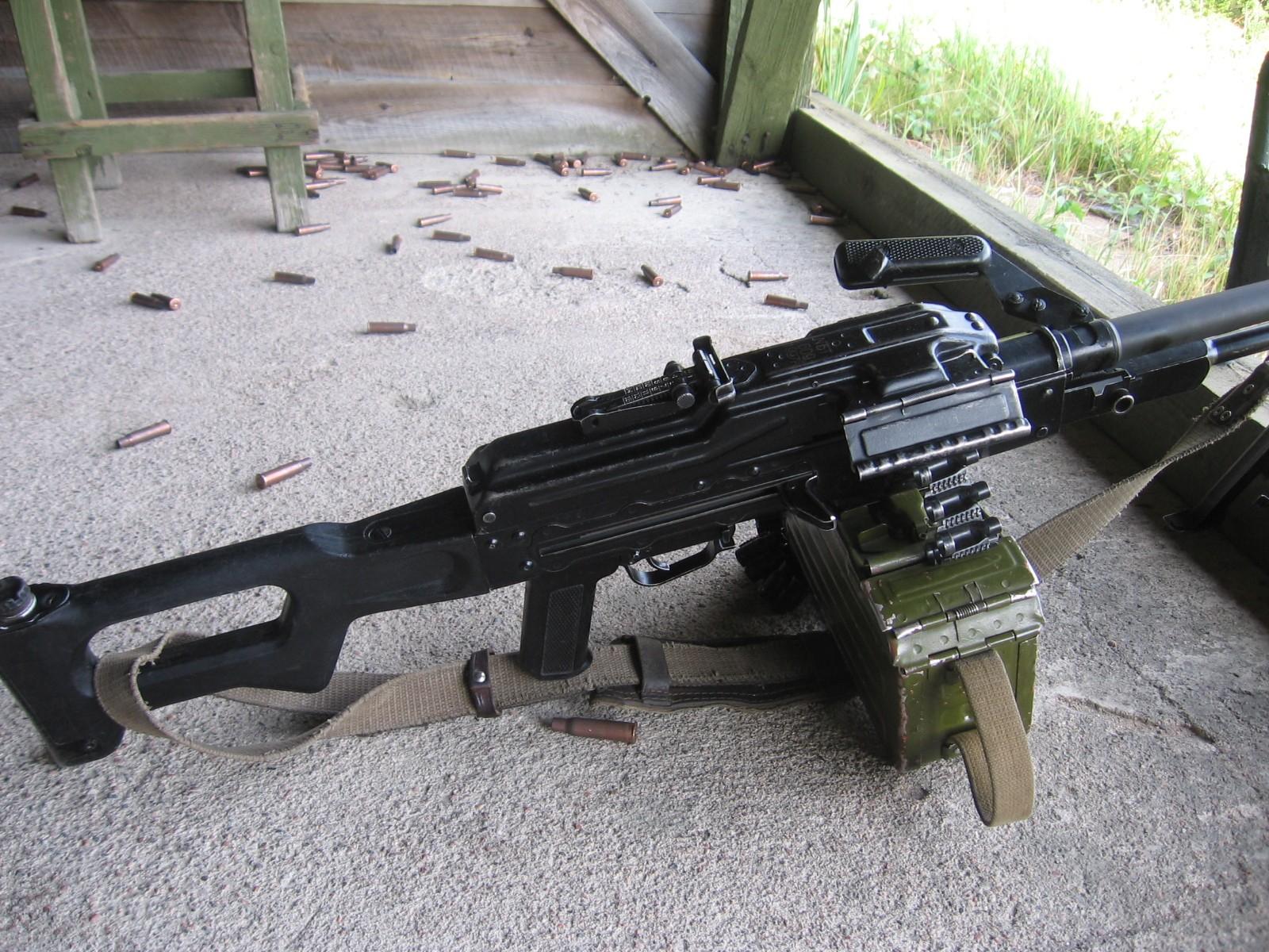 Machine Gun Wallpaper 1600x1200 Machine Gun Russian 1600x1200