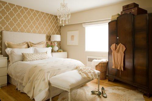Quatrefoil Wallpaper   French   bedroom   Benjamin Moore Natural Linen 500x334
