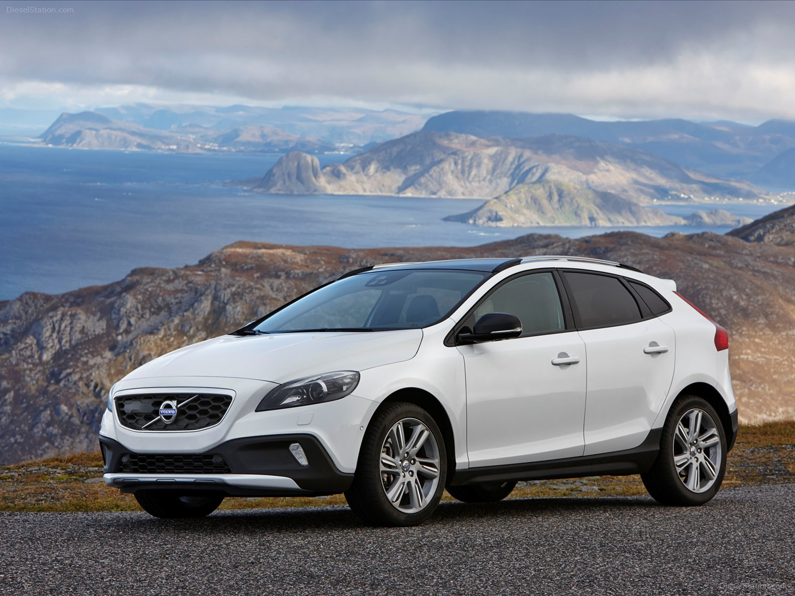 Volvo V40 Cross Country 2014 Exotic Car Wallpapers 08 of 24 1600x1200