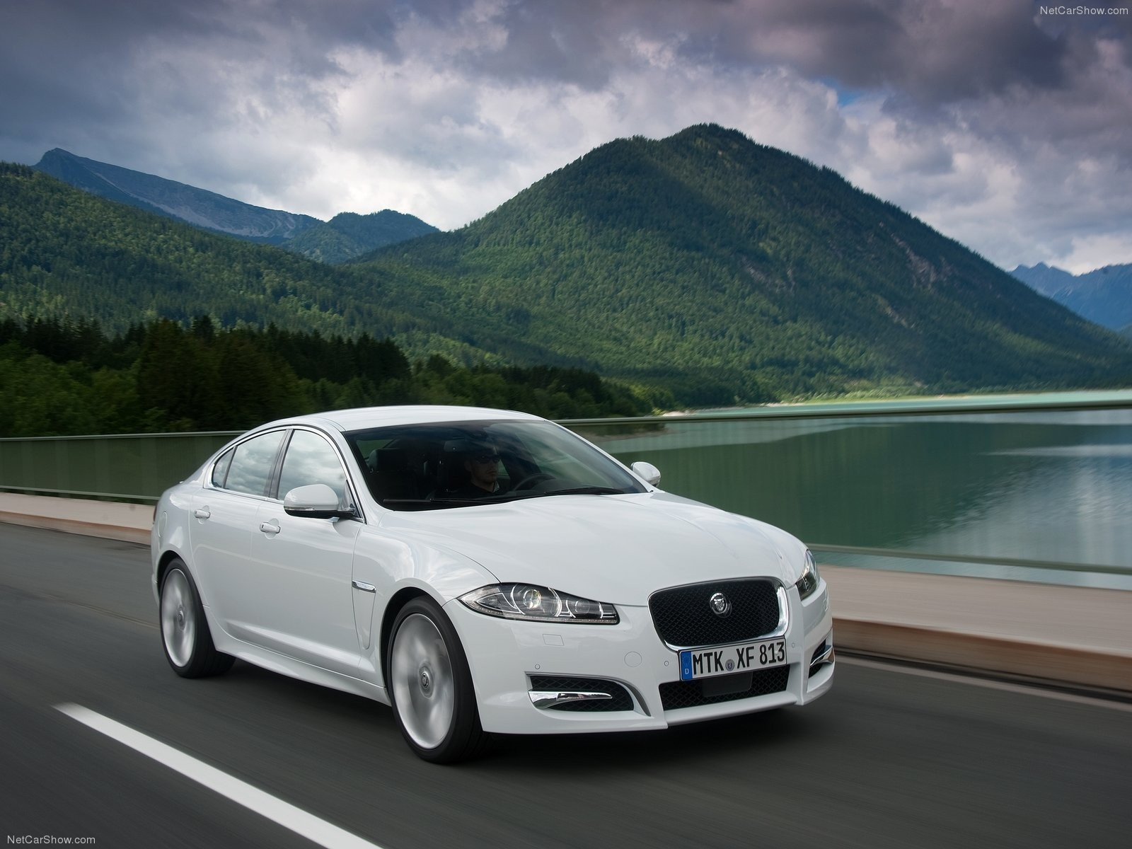 Jaguar Xf Wallpaper Wallpapersafari