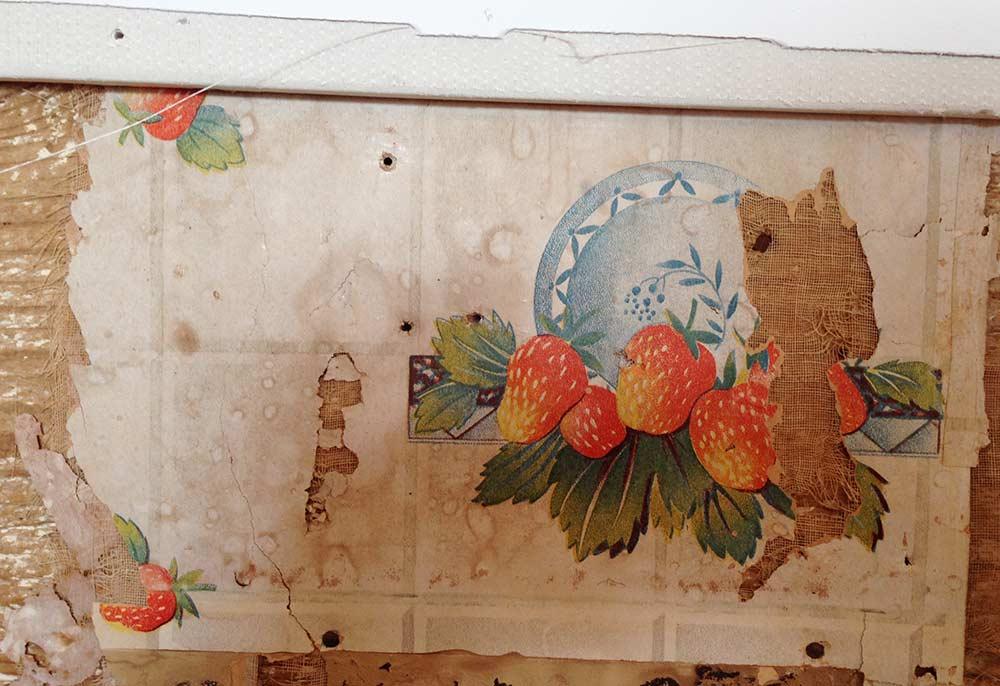 and white kitchen and Cath Kidston cowboy wallpaper   Retro Renovation 1000x686